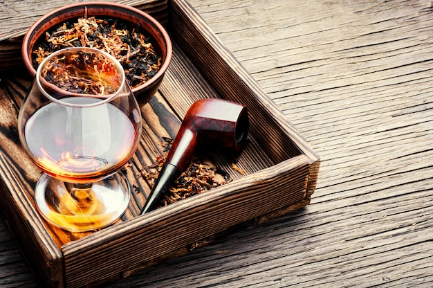 Tabakspijp en whisky