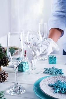 Tabel geserveerd voor het kerstdiner
