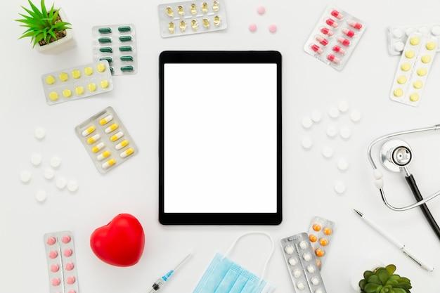Tablet met frame van pillen