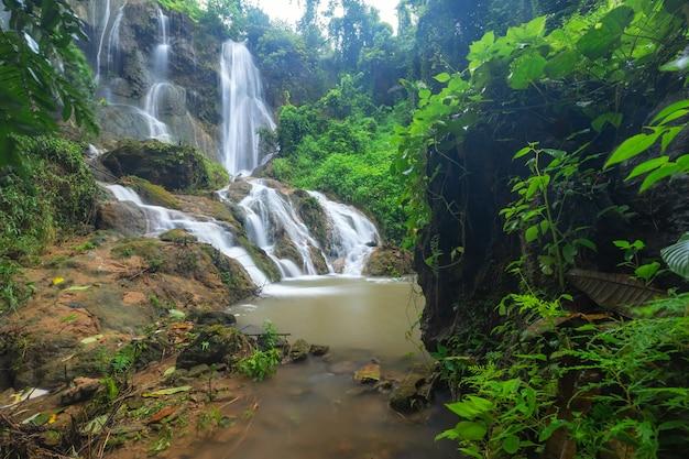 Tad sadao waterval, kanchanaburi thailand