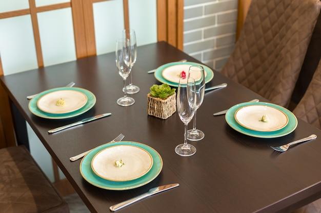 Tafel in restaurant geserveerd