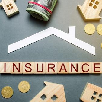Tafel met houten huizen, rekenmachine. verzekering