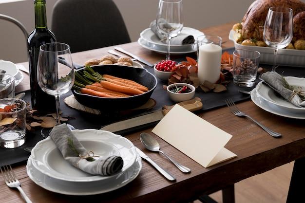 Tafel met voedsel voor thanksgiving day