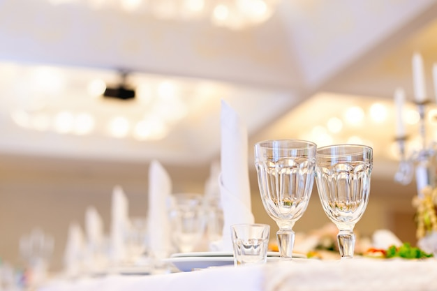 Tafel set voor een feestje of huwelijksreceptie