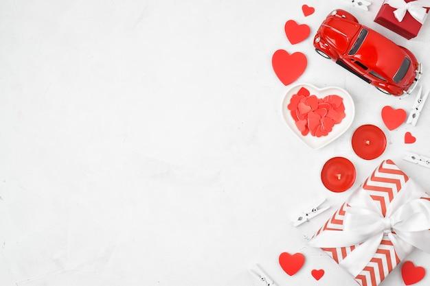 Tafelblad bekijken verpakking en groeten voor valentijnsdag. kopie van de ruimte