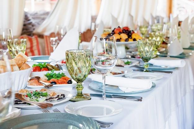 Tafeldecoraties voor vakanties en bruiloftsdiner
