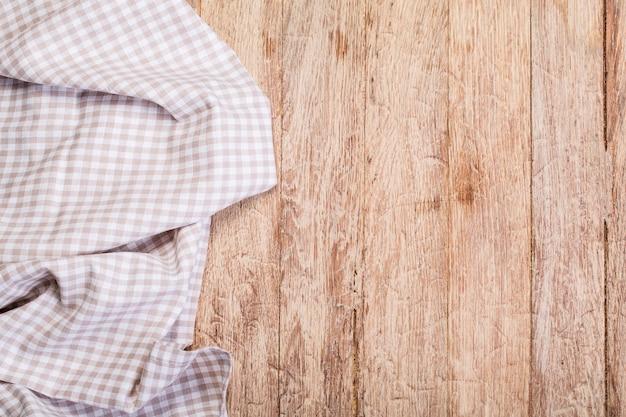 Tafelkleed op een witte houten tafel