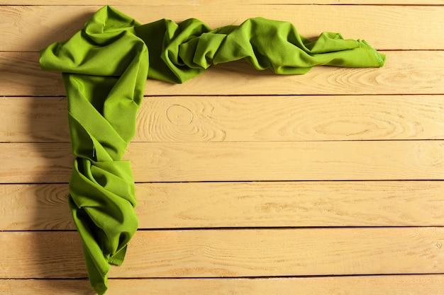 Tafelkleed op houten tafel
