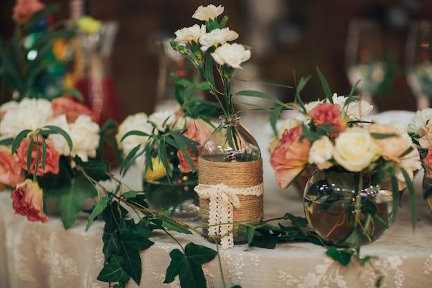 Tafelopstelling voor bruiloft