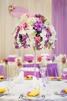 Tafelset voor bruiloft of een ander verzorgd diner.