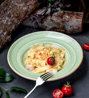 Tagliatelle met garnalen en tomaat