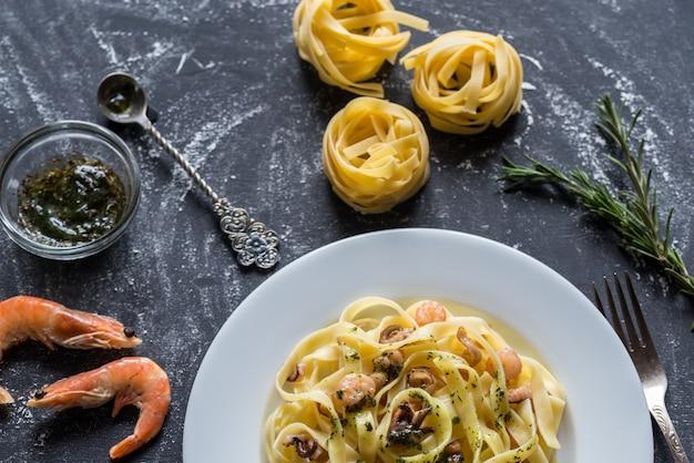 Tagliatelle pasta met zeevruchten