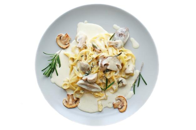 Tagliatelle vegetarische pastaschotel met champignons