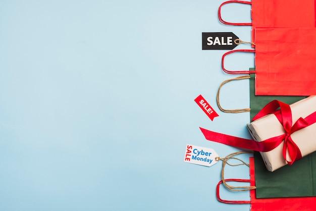 Tags met verkooptitels, cadeau en pakketten