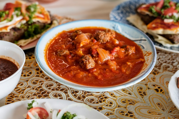 Tajine kofta gerecht in ramadan eindigend feest