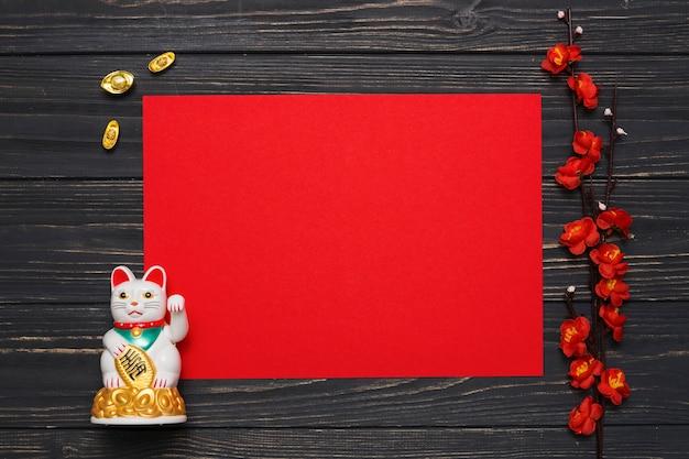 Tak en chinese gelukkige kat dichtbij document