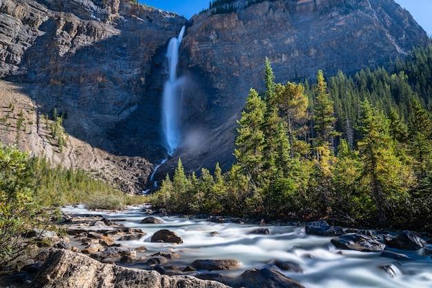 Takakkaw-watervallen in de zomer