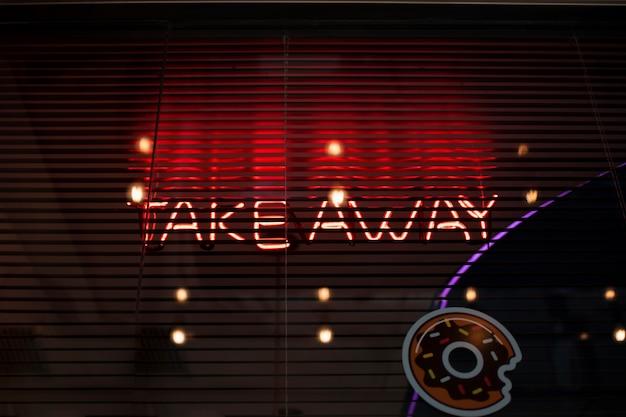 Take away arrangement met lichtjes en donut