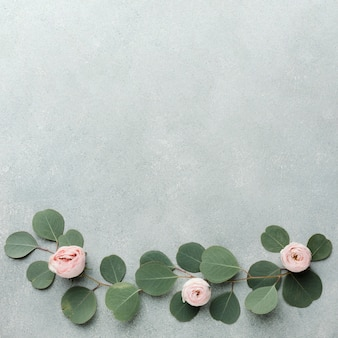 Takken en rozen arrangement frame en kopie ruimte