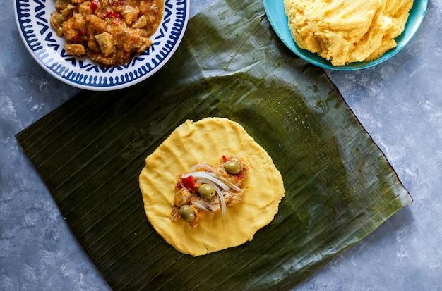 Tamale mexicaans, cocina mexicana, los tamales de la costa, en bananenblad