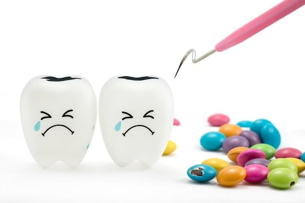 Tanden huilen emotie met tandplak schoonmaak tool