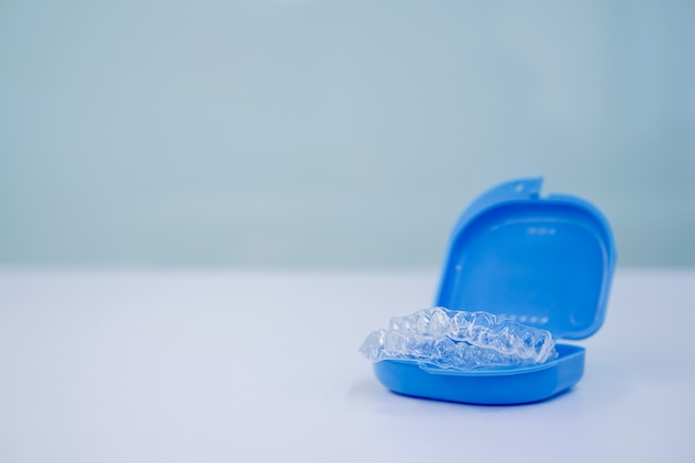 Tandheelkundige aligner retainer bij tandheelkundige kliniek