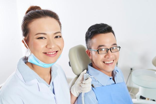 Tandheelkundige behandeling in de kliniek