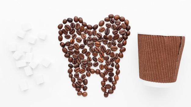 Tandvorm gemaakt van koffiebonen
