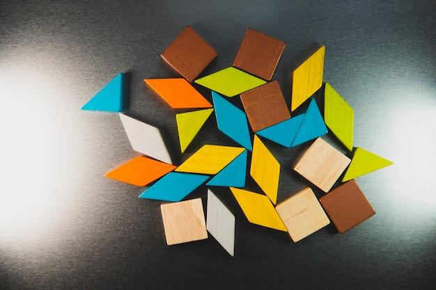Tangram puzzelgebruik voor onderwijs en creatief concept