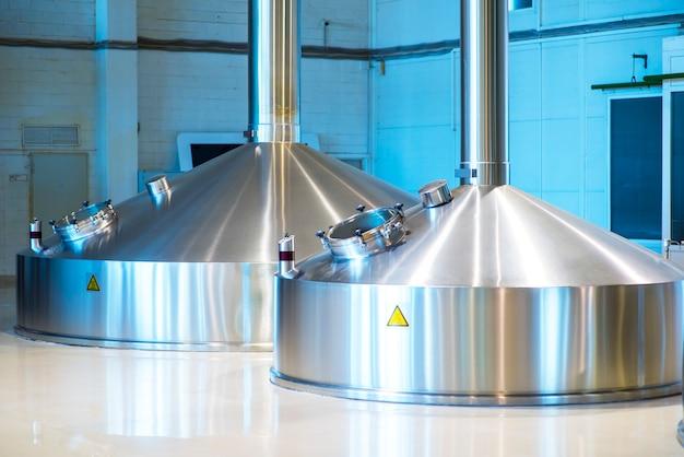 Tanks voor bieropslag. moderne brouwproductie.