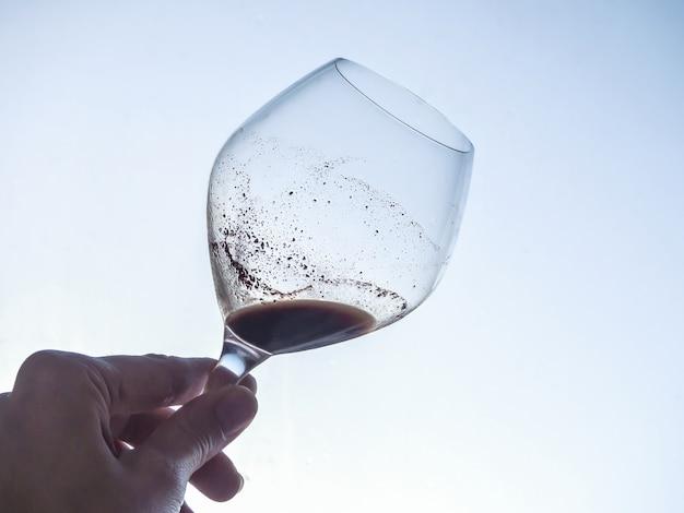 Tanninemengeling in een glas oude wijn. wijnstructuur.