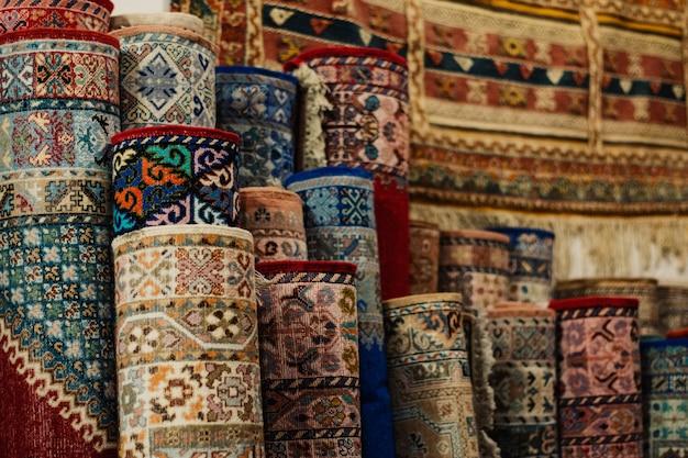 Tapijten in de stad fez in marokko