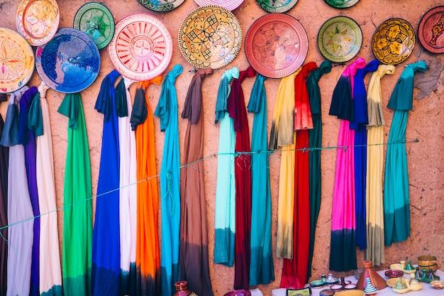 Tapijten op markt in marokko