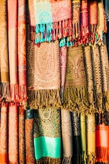 Tapijten op markt in marrakech