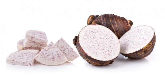 Taro wortels geïsoleerd