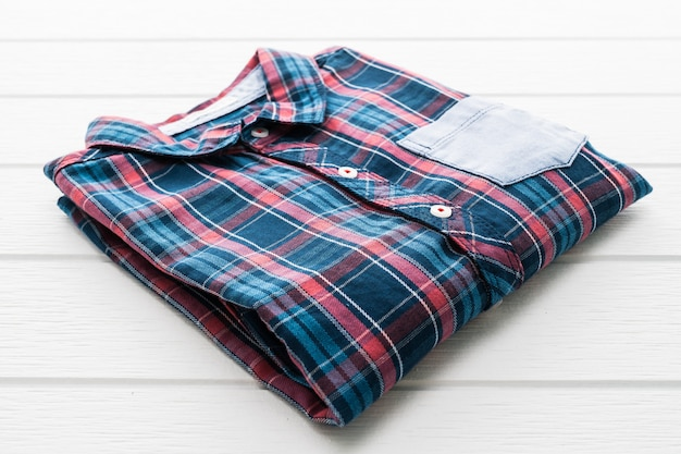 Tartan of geruite hemd