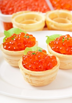 Tartlets met rode kaviaar