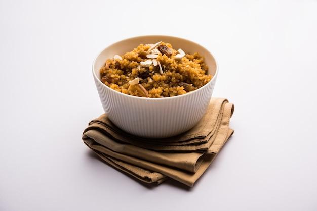 Tarwe laapsi of lapsi of shira of halwa is een indiase zoete schotel gemaakt van gebroken tarwe of daliya stukjes en ghee samen met noten, rozijnen en gedroogde vruchten
