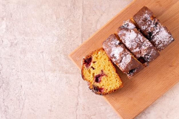 Tarwemeel muffin kersen bramen tafel