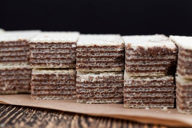 Tarwewafels met chocoladevulling, een bosje krokante wafels van tarwebloem en chocoladevulling