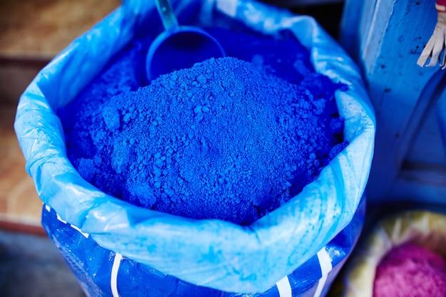 Tas met blauwe pigmentkleur in marokko