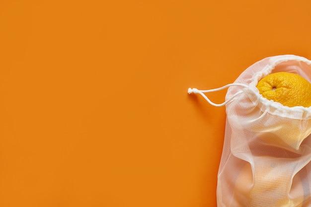 Tas met oranje en trekkoord, kleine eco-zak gemaakt van natuurlijk katoenen doek.