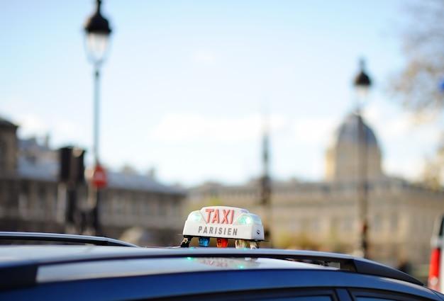 Taxiteken in parijs, frankrijk