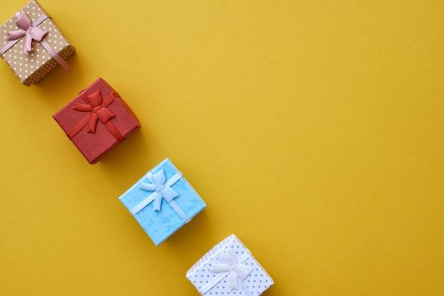 Te schattige kleine geschenkdoosjes in verschillende kleuren