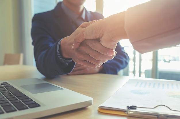 Team jonge overeenkomst organisatie kracht deal
