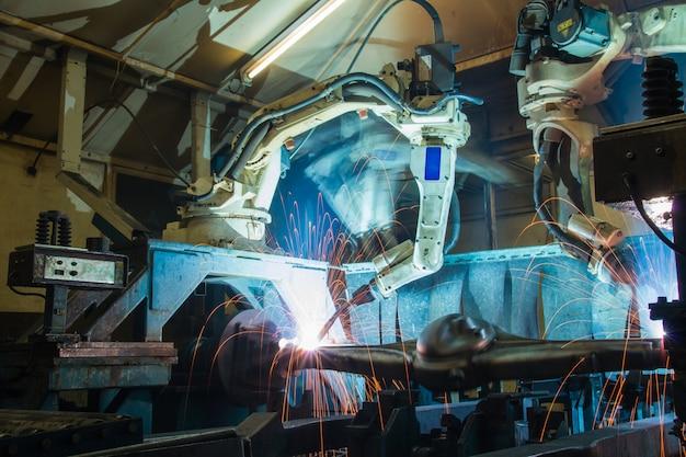 Team robot lasbeweging industrieel auto-onderdeel in de fabriek