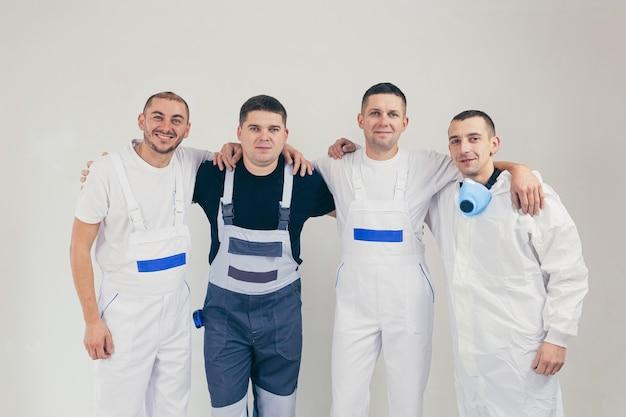 Team van mannelijke bouwvakkers