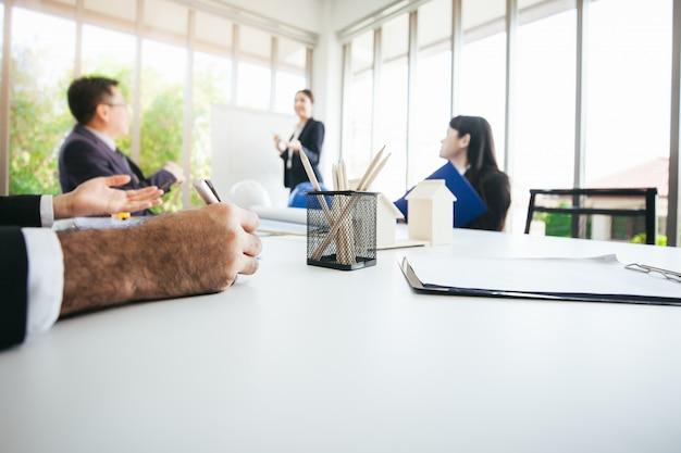 Teamvergaderingen en vergaderingen met zakenpartners