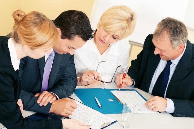 Teamwerk, discussie op kantoor