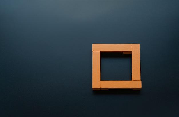 Teamwork concept. groep van houten vierkant op de zwarte achtergrond met kopie ruimte
